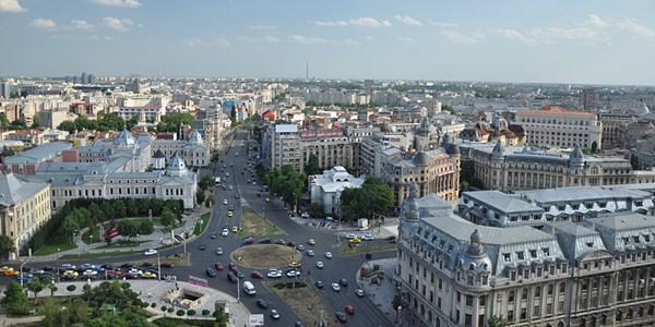 """1459 este anul în care București a fost prima dată menționat într-un document istoric. După 555 de ani, de ziua lui, fiecare dintre noi îl prezintă conform propriei perspective. Și îi urează """"la mulți ani"""", cu locuitori cât mai fericiți."""