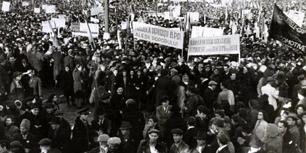 """Alegerile din 1946 au reprezentat cea mai mare fraudă electorală din istoria politică a României, fiind o importantă victorie pentru comuniști, permițându-le să își continue planurile de sovietizare a țării. """"Nu contează cine votează. Contează cine numără voturile."""""""