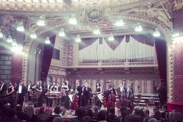 Reflexia sălii Ateneului pe pianul lui Mozart